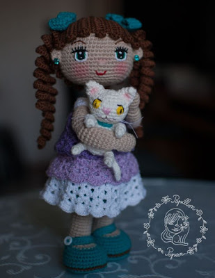 Вязаная кукла с котенком крючком