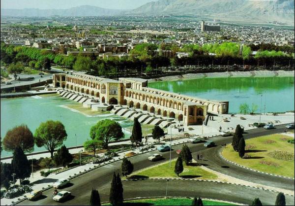 إيران ...مدينة اصفهان تودع نهرها «زاينده رود.»
