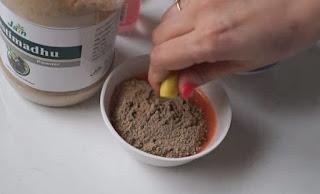 Cách làm mặt nạ từ bột cam thảo là gì?