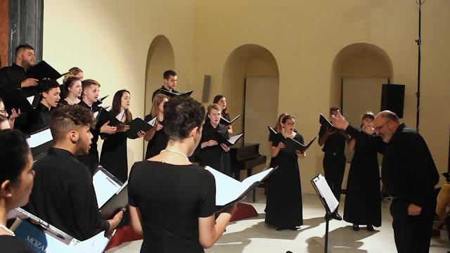 """Εντυπωσιακή η συναυλία του """"American University Chamber Singers"""" στο βουλευτικό Ναυπλίου"""