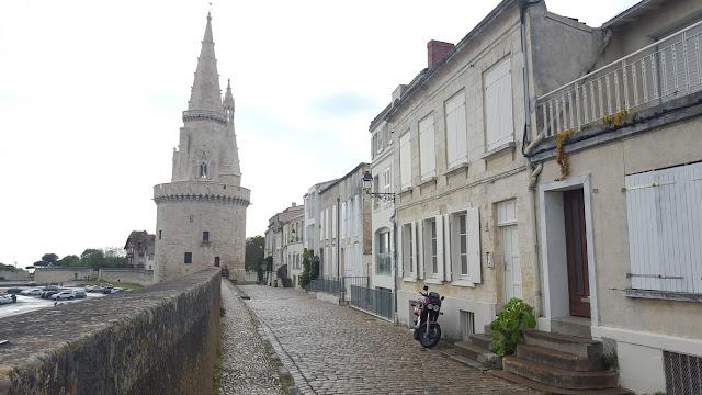 photo La Rochelle rue pavée