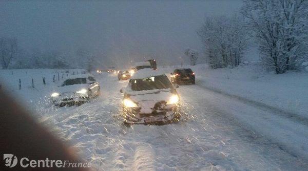 Info creuse allier six cars et 300 l ves bloqu s au col - Salon du camping car clermont ferrand ...