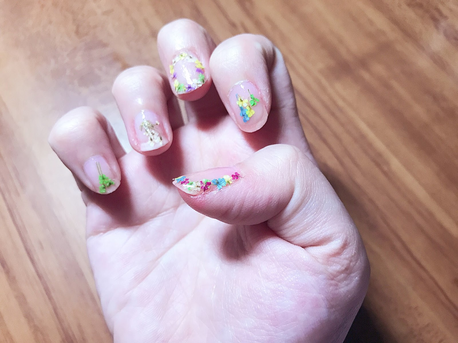 DIY: Pressed Flower Nail Art | ミカエラ