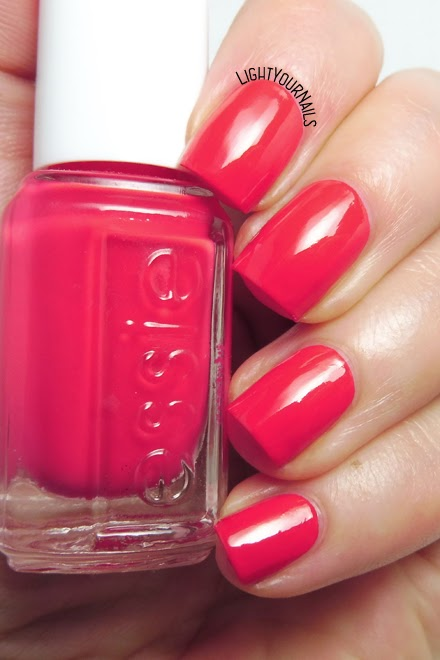 Smalto rosso corallo Essie Ole Caliente red coral nail polish #essie #nails #unghie #lightyournails