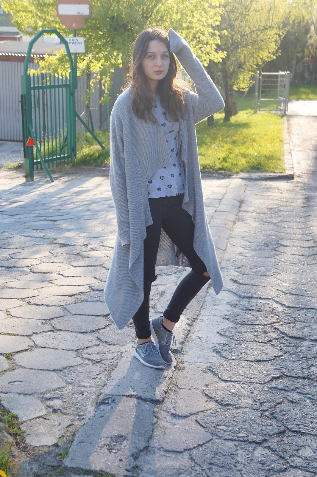 bluzka w serduszka z baskinką outfit