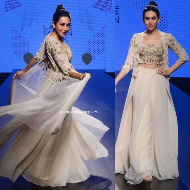 Karisma Kapoor Walked The Ramp For Arpita Mehta At LFW 2017