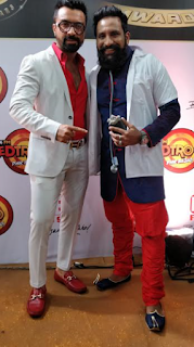 RJ JMAN of 93.5 RED FM with Ajaz Khan at Boroplus Gold Awards.