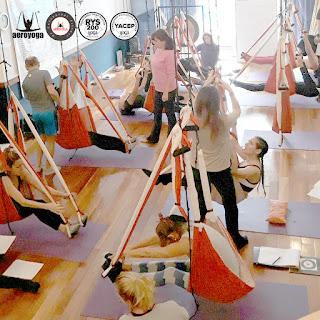 yoga, argentina, aeroyoga, airyoga, yoga aereo, aerial yoga, fly, flying, profesorado, maestria, profesores, columpio, maestros, instructor, buenos aires, cursos, trapeze