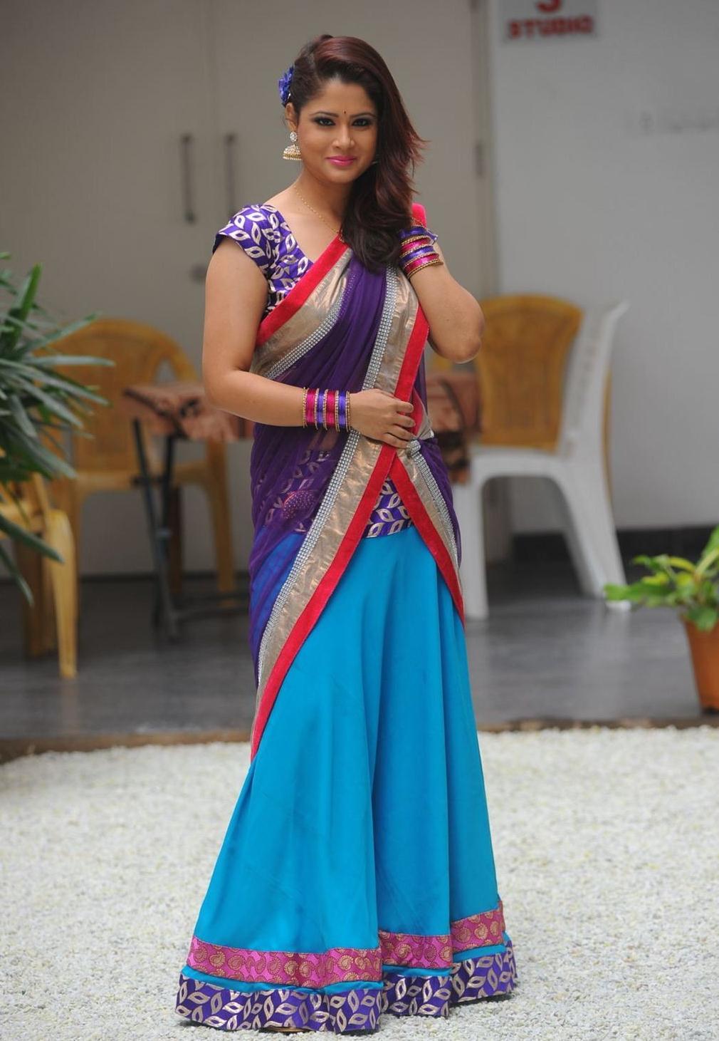 Tollywood Tv Anchor Shilpa Chakravarthy Stills In Blue Saree At Movie Audio Launch