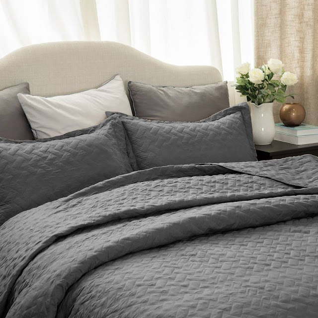 Amazon: Bedsure Hypoallergenic Microfiber Quilt Sets in Full/Queen only $14 (reg $50-$70) + free shipping!