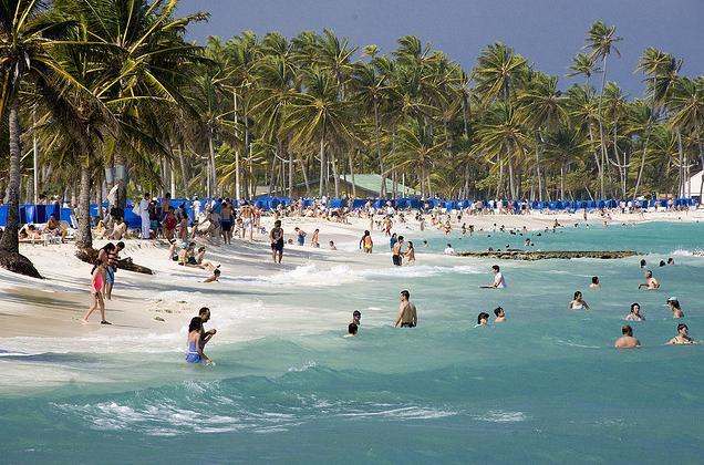 Conhecer praias que tenham infraetrutura para as crianças