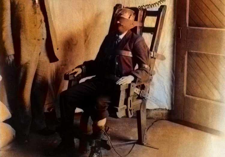William Kemmler elektrikli sandalye ile infazı gerçekleştirilen ilk mahkum olmuştu.