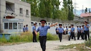 El atacante intentó embestir con el vehículo cargado de explosivos la entrada del recinto de la delegación diplomática china en la capital kirguís y estalló al chocar contra el portón de acceso lo que causó su muerte y heridas a tres personas, según informó la agencia de noticias china Xinhua.