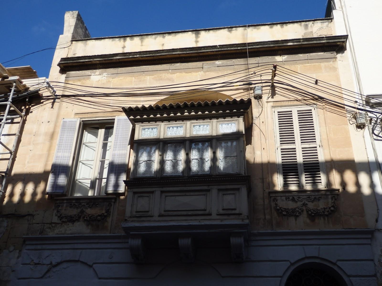 More malta secrets of maltese balconies gallarijia for Closed balcony