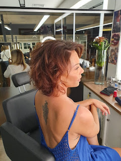 Fabiula Nascimento está com os cabelos curtos e menos cacheados — Foto: Divulgação