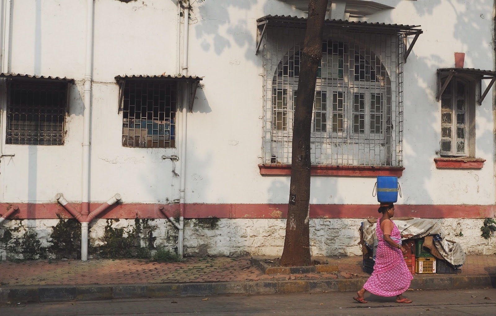 Woman carrying things on head, mumbai, colourful India