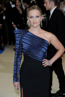 Reese Witherspoon wearing Platinum