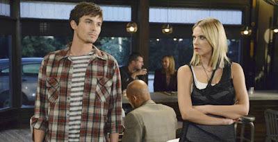 Tyler Blackburn (Caleb) y Ashley Benson (Hanna)