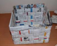 http://mundo-manualidades.com/cestas-de-papel-de-periodico.html