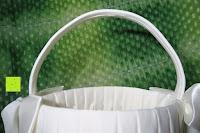 Henkel: Runde Elfenbein Satin bowknot Hochzeit Blumenmädchen Korb Blumenkinderkörbchen