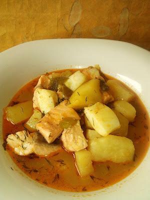 Marmitako de salmon guiso receta plato vasco pescado patatas sepia pota