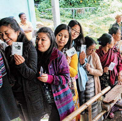 voters linepup in kurseong civic poll