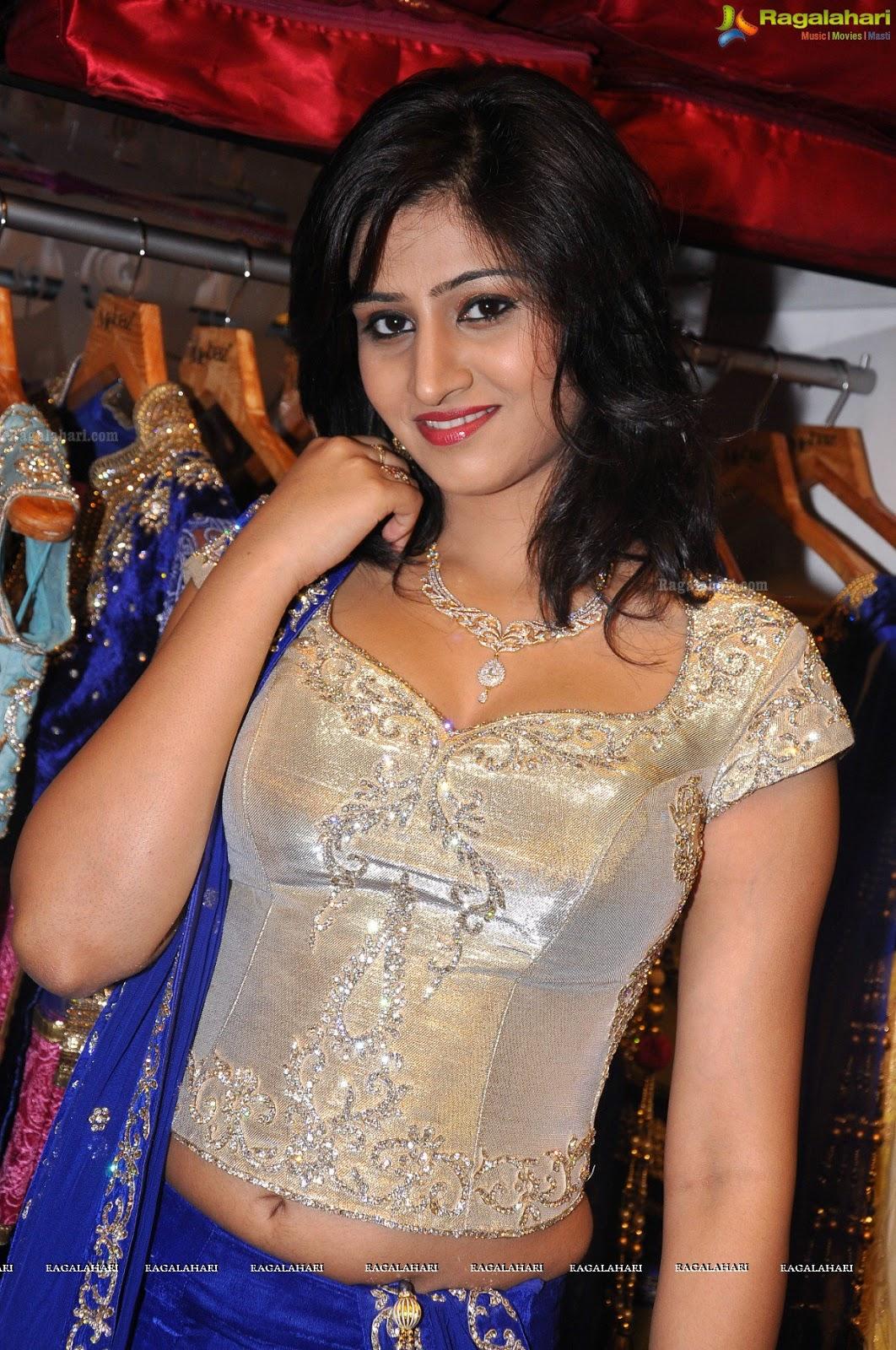 Varshini (aka) Vaarshini photos stills & images