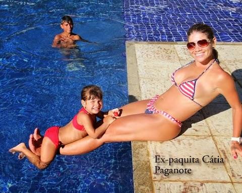 Cátia Paganote disfruta en Piscina
