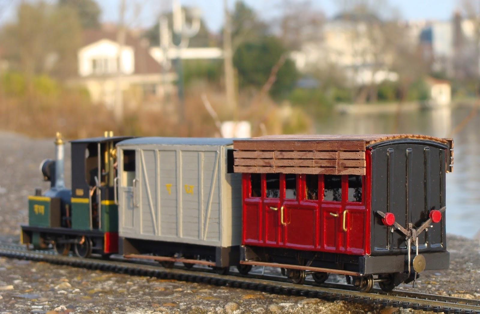 les petits trains en carton de jean baptiste des wagons du glyn valley tr s exotiques. Black Bedroom Furniture Sets. Home Design Ideas