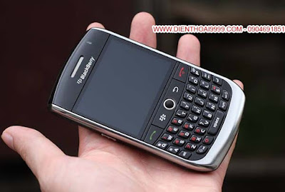 BlackBerry 8900, bán blackberry 8900, bán blackberry 8900 giá rẻ, blackberry 8900 cũ giá rẻ, bán bb8900, bán bb 8900, BlackBerry 8900 nguyên bản, blackberry giá rẻ, bán blackberry giá rẻ hà nội, bán blackberry hà nội  Bán BlackBerry 8900 nguyên bản đẹp long lanh, mọi tính năng hoạt động ngon lành, không lỗi lầm.  Pin lâu là điểm mạnh của dòng 8900, dùng 2-3  ngày, loa thoại to và ấm, quá tuyệt cho 1 cuộc tình.  BlackBerry Curve 8900 lai giữa Curve 8310 và Bold 9000. Thiết kế máy chắc chắn, kiểu dáng theo truyền thống của hãng, BB 8900 hơi bẹt nhưng không đậm như Bold, dễ dàng cầm gọn trong lòng bàn tay. Nếu bạn đang muốn dùng BB Bold 9000 làm máy thứ 2 nhưng lại vướng víu vì to quá thì BB 8900 Javelin là sự thay thế hoàn hảo, nhỏ gọn, pin lâu, tầm 2-3 ngày.  Giá: 650.000 (máy, pin, sạc) Liên hệ: 0904.691.851 ĐC: Số 7/8/389 Lạc Long Quân, HN Bảo hành 1 đổi 1 trong 1 tháng luôn cho anh em yên tâm