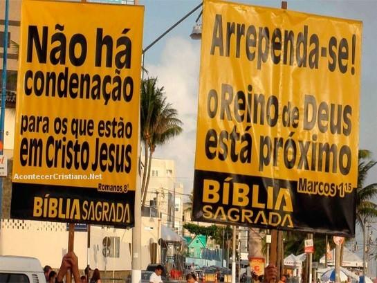 Evangelizando en Carnaval de Brasil