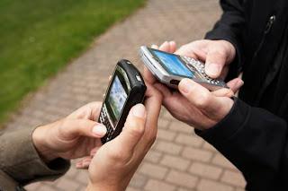 Eu amo, sou louco por meu celular, não vivo sem ele...