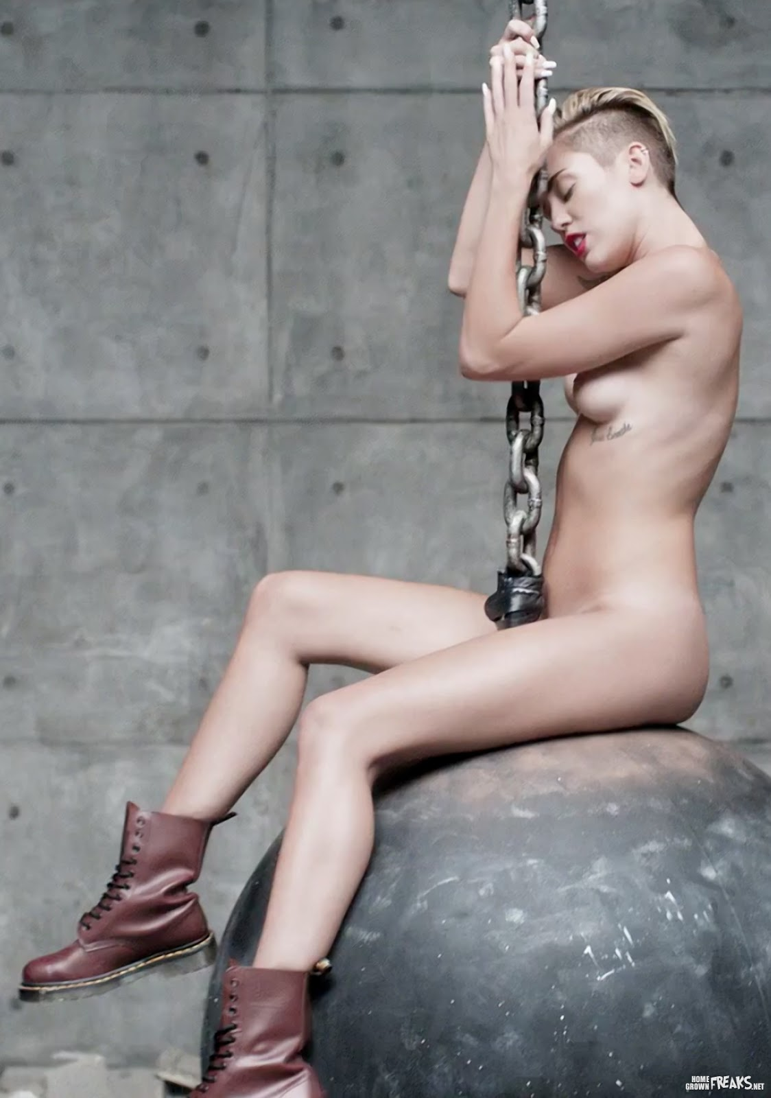 miley cyrus topless uncensored