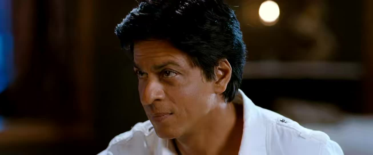 Screen Shot Of Chennai Express 2013 300MB BRRip 720P Full Hindi Movie Watch Online Free Download