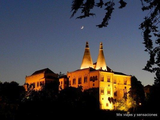 Palacio Nacional de Sintra, Sintra al anochecer, Portugal