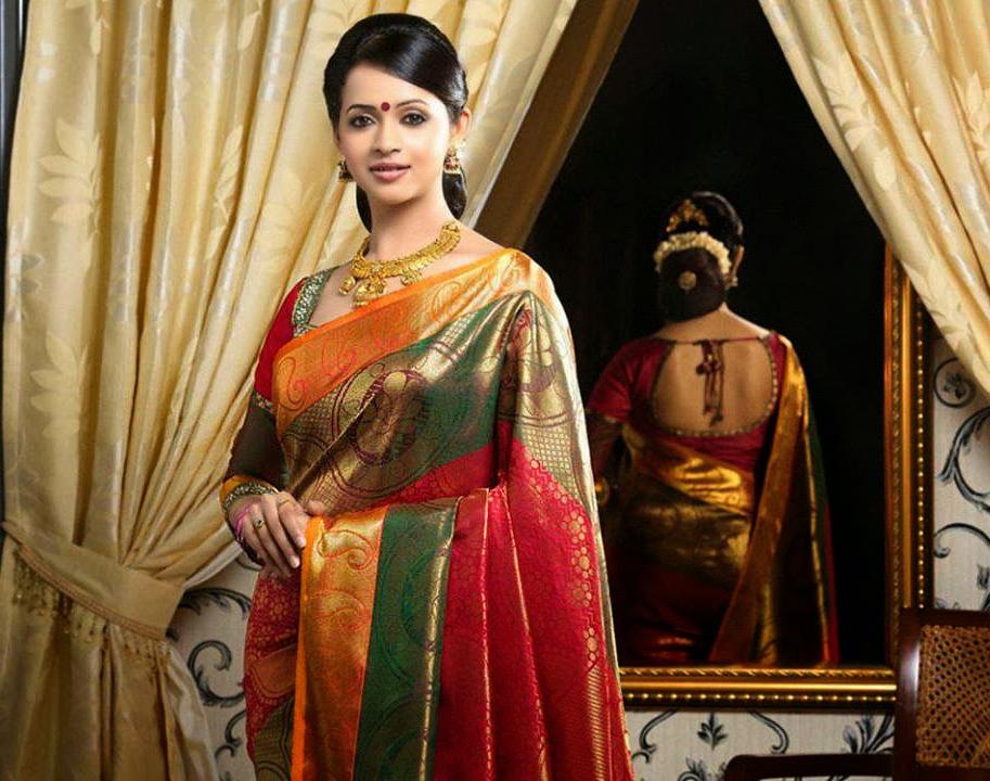 Thodupuzha properties pulimoottil silks thodupuzha bhavana in saree thecheapjerseys Gallery