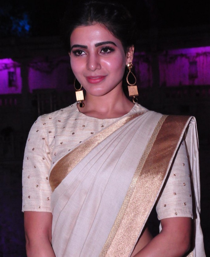 Actress Samantha 2017 Stills In Kerala White Saree