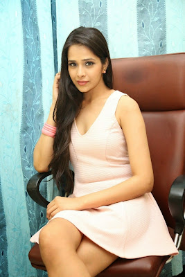 Abha+Singhal+Latest+Stills+(13) Actress Abha Singhal Spicy Photo Gallery in Skirt