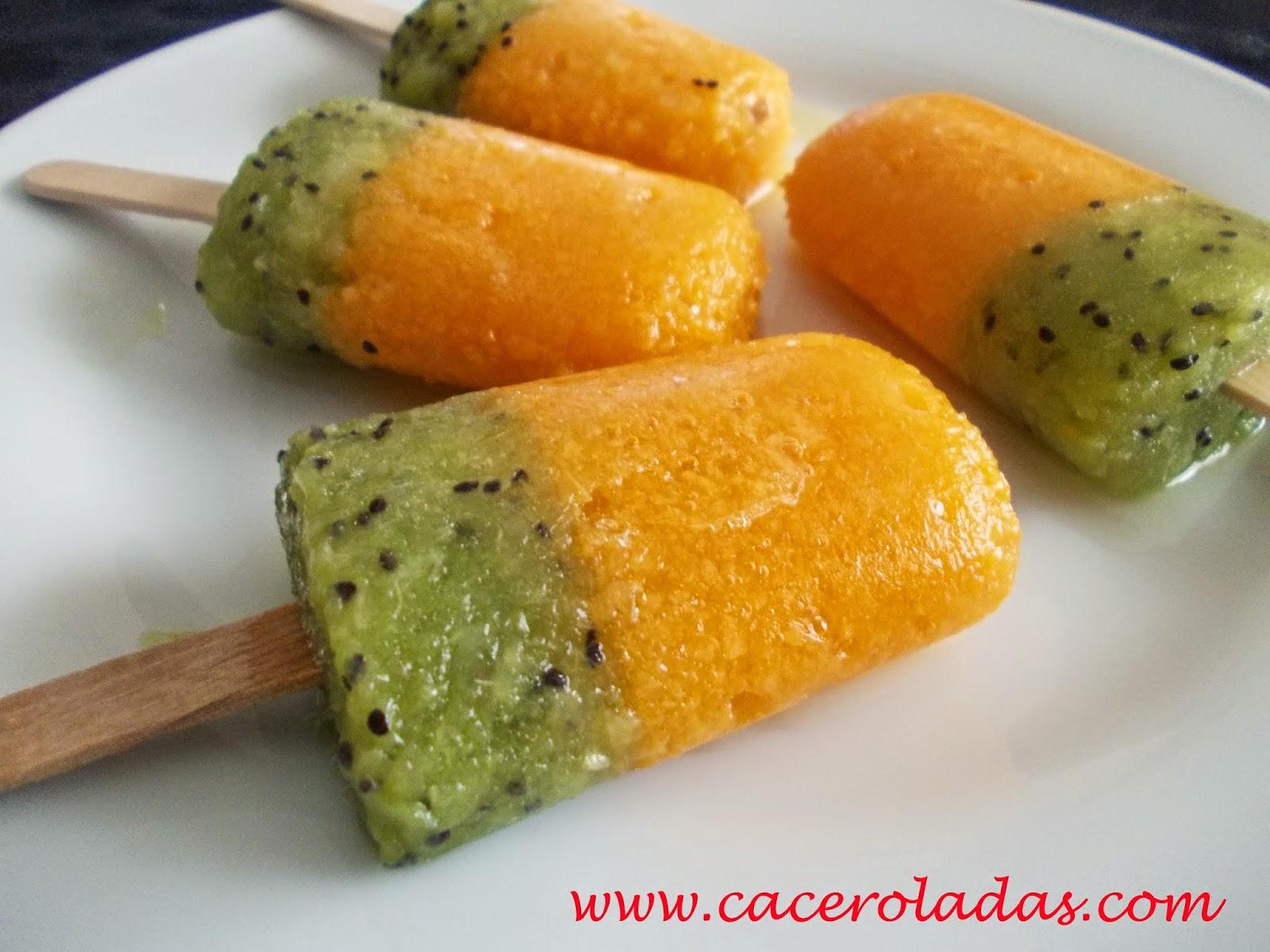 Polos o helados naturales de kiwi y melocotón