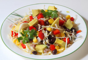 Салат из чёрной фасоли с кукурузой и авокадо