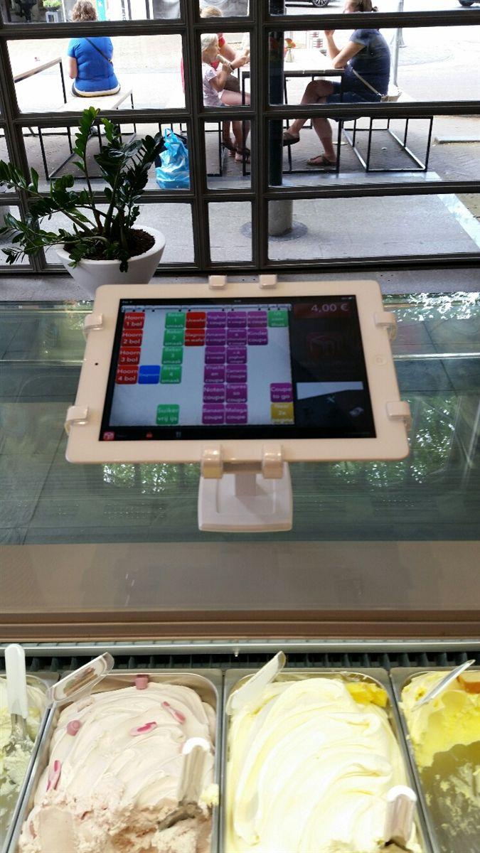 冰淇淋店家也選購Gripzo的POS平板防盜立架,平板防盜支架