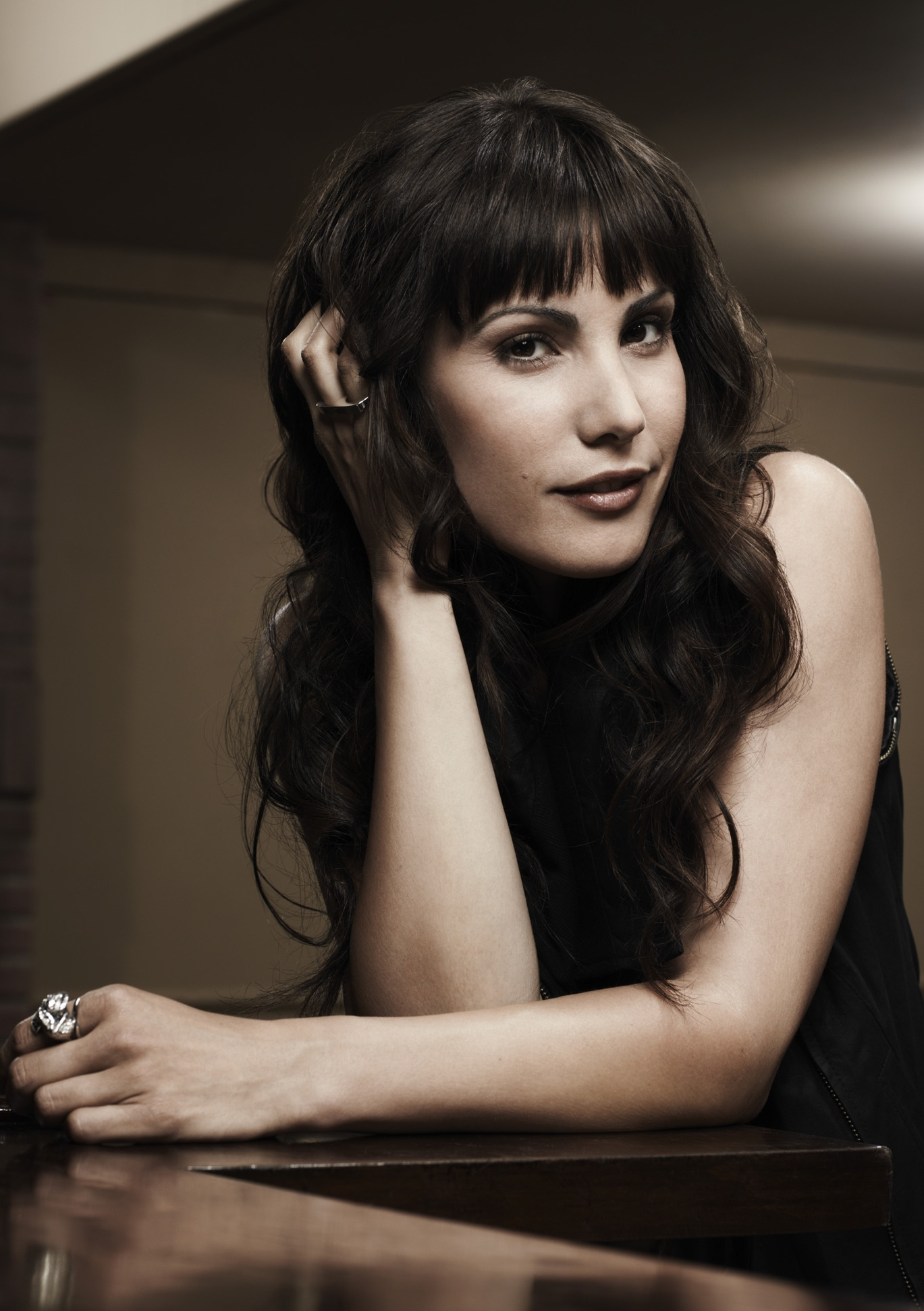 ... Carly Pope HQ photo ...