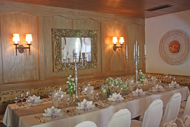 Weiß, silbergrau, lila - Hochzeitsfeier im Seehaus, Riessersee Hotel - Hochzeitslocation in Garmisch-Partenkirchen  #hochzeitslocation #see #berge #wedding venue #bavaria