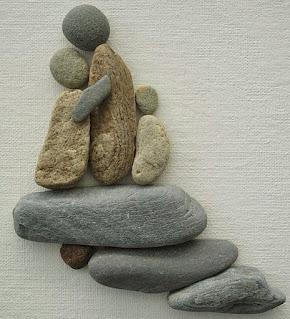 Kerajinan tangan hiasan dinding dari batu kali