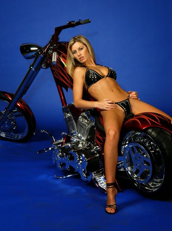 Biker chick posing topless boobs flash pics, milf flashing pics, public flashing pics, real amateurs