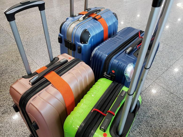 全部的寄送行李,27 吋、24 吋、22 吋以及 20 吋行李各一個