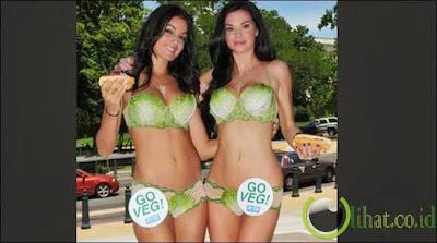 Contoh Model Bikini dari Sayuran
