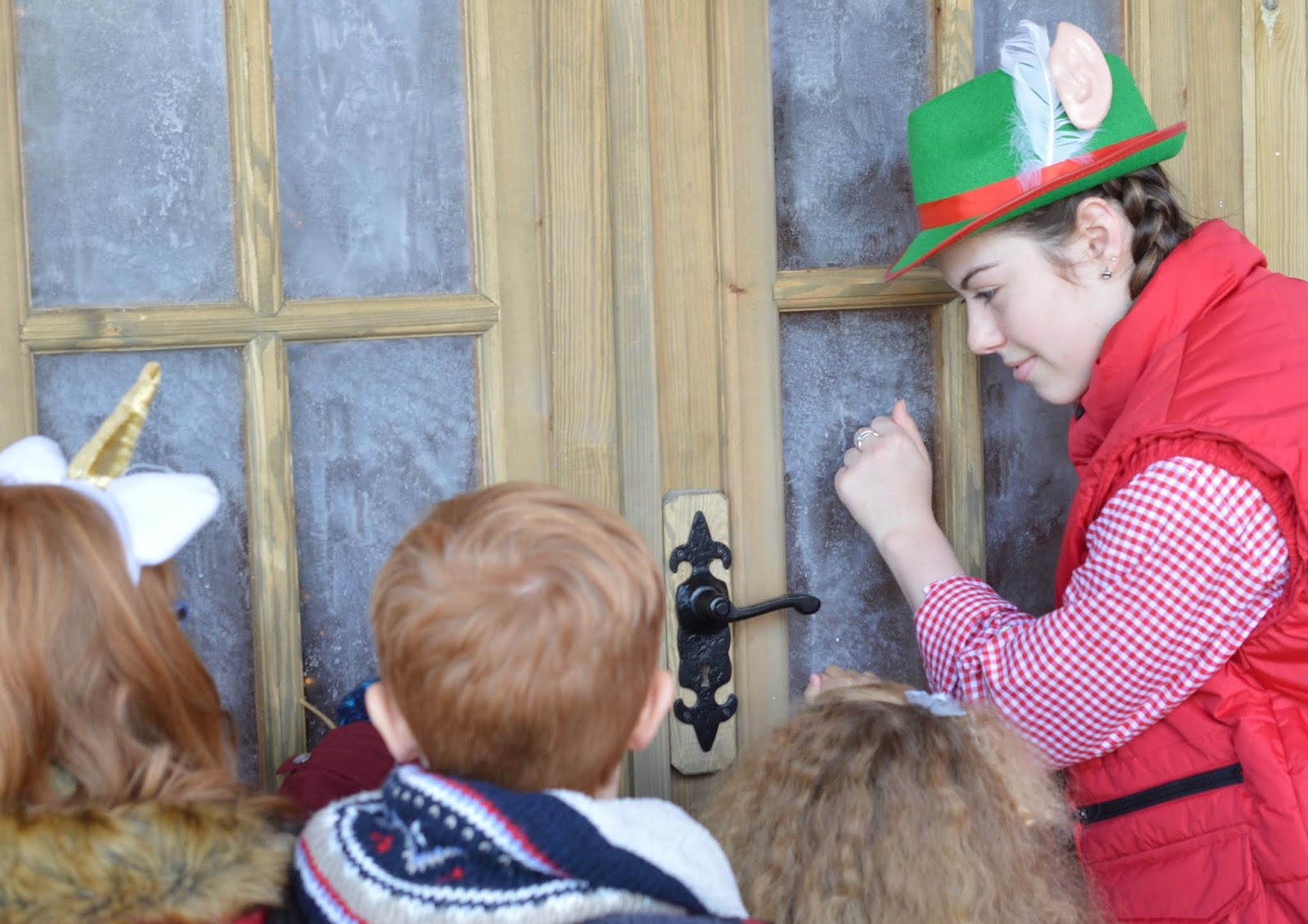 Santa on the Rooftop at Fenwick Newcastle | A Review  - knocking on santa's cabin