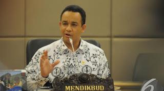 Presiden Joko Widodo (Jokowi) resmi menunjuk Muhajir Effendi menjadi Menteri Pendidikan dan Kebudayaan menggantikan Anies Baswedan. Anies dicopot dari kabinet kerja lantaran tak melakukan gebrakan yang cepat selama menjabat sebagai Mendikbud.