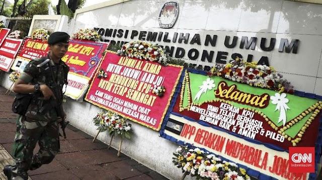 Gedung KPU Dibanjiri Karangan Bunga dari Masyarakat